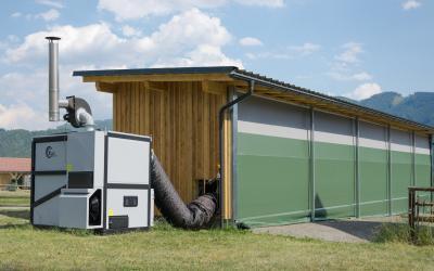 Rundballentrocknung mit Warmluftheizung am Alpakabetrieb von Harald Unterberger